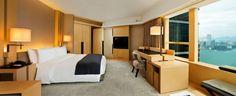 Tai Ping - Upper House Hotel with Andre Fu - Hong Kong - Paris - New York - Tapis - Ambiance - 1956 - Décoration - Ambiance - Chambre - Lit - Vue - Bureau - Lampe - Fauteuil - Télévision - APR