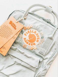 #stylish! Peach Aesthetic, Summer Aesthetic, Aesthetic Images, Aesthetic Collage, Pretty Backpacks, Mochila Kanken, Aesthetic Backpack, Jolie Photo, Cute Bags