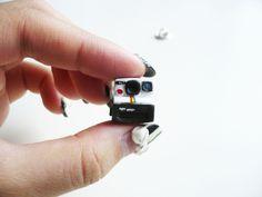 Polaroid 1000 Vintage-style Camera Pin Brooch