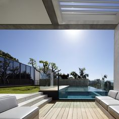 glass sided pool