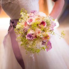 """一会レッスン on Instagram: """"花嫁さん手作りの #ブーケ  今回のフラワーギフトがご縁で、お写真をいただきました。笑顔がかわいい❤️ なんだか久々にプリザーブドレッスンの写真を載せた気がします💁♀️ 一会では、プレ花嫁様の手作りブーケの1日レッスンを毎月やっております。…"""" Floral Wreath, Wreaths, Instagram, Home Decor, Flower Crowns, Door Wreaths, Deco Mesh Wreaths, Interior Design, Home Interior Design"""