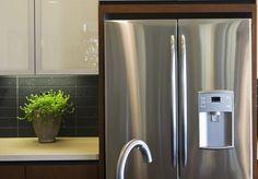 Ønsker du deg skinnende kjøleskap? Da må du teste ut disse tipsene.