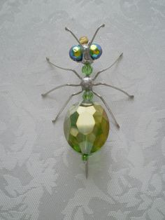 Bugs of Baltimore – Rick Shelley – Du liebst Schmuck genauso sehr wie wir? Beaded Crafts, Beaded Ornaments, Wire Crafts, Jewelry Crafts, Jewelry Art, Beaded Jewelry, Jewellery, Beaded Dragonfly, Spider Crafts