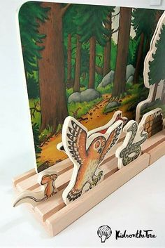 Bajo - Gruffalo teatrino in legno - kidsonthetree Rainy Day Crafts, Scroll Saw, Wood Toys, Kids And Parenting, Easy Crafts, Diys, Children, Painting, Montessori