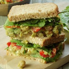 Smokey Smashed Chickpea and Avocado (usar chuchu) Sandwiches Veggie Recipes, Whole Food Recipes, Vegetarian Recipes, Cooking Recipes, Healthy Recipes, Vegetarian Burgers, Vegetarian Dinners, Clean Recipes, Vegan Dishes