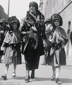1922 Easter Parade, financier George Jay Gould's brood step out in matching outfits and bonnets