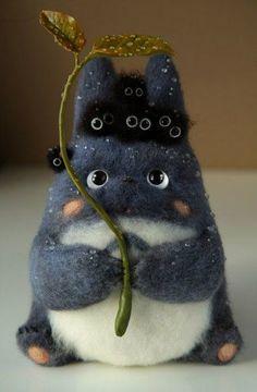 "Adorable felt doll of one of the mini Totoro with little felt soot sprites (susuwatari/ススワタリ) from the Studio Ghibli animated film, ""My Neighbor Totoro (となりのトトロ/Tonari no Totoro)"". Needle Felted Animals, Felt Animals, Needle Felting, Funny Animals, Anime Pokemon, Anime Kawaii, Kawaii Felt, Crochet Pikachu, Spirited Away"