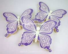 Simple Ombre butterfly by Cookievonster Butterfly Cookies, Bird Cookies, Fancy Cookies, Flower Cookies, Cute Cookies, Easter Cookies, Royal Icing Cookies, Cupcake Cookies, Butterfly Party