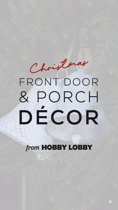 Go all in for the holidays with Christmas porch decor that radiates warmth and joy! Front Door Porch, Christmas Front Doors, Porch Decorating, Balcony Decoration, Entryway Decor, Screened Porch Decorating