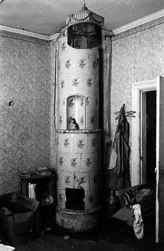 Lagmansgården riven sommar 1970.Kakelugn med blå dekor i södra framkammaren.