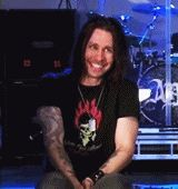 Aaaaaaaw cuteneess  Myles Kennedy you'r so damn adorable
