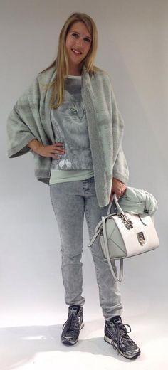 Marc Cain - Luxuriöse Materialien und edle Farben versprühen Eleganz und unterstreichen die Feminität. Marc Cain, Normcore, Style, Fashion, Clothing, Trousers, Colors, Swag, Moda