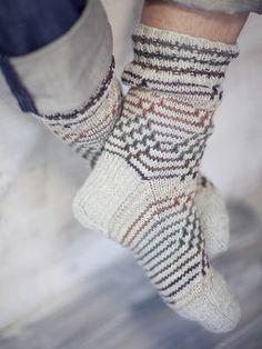 Socks worked in Novita 7 Veljestä Brothers) yarn with a pretty fishbone pattern that is achieved by slipping stitches. Slip Stitch, Yarns, Knits, Knitting Patterns, Socks, Search, Design, Fashion, Knit Patterns