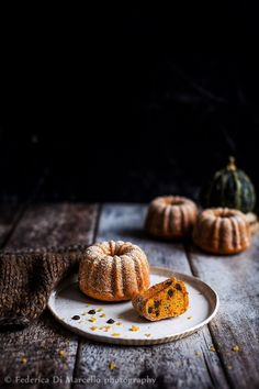 I got a taste for it! - new shop - Bundt Cake Dark Food Photography, Cake Photography, Baking Recipes, Cake Recipes, Dessert Recipes, Lemon Madeleine Recipe, Key Food, Petit Cake, Pumpkin Bundt Cake