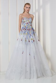 Tony Ward RTW FW 17/18 I Style 12 I White sweetheart A-line dress in tulle and lace, featuring a strapless bodice embroidered with red, blue, yellow and silver crystals and sequins