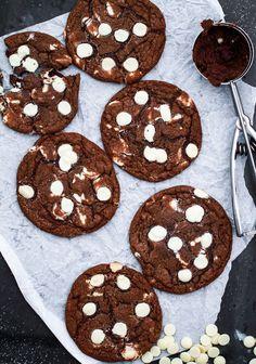 Subway Cookies. Om vill ha ljusa: skippa kakaon och byt den vita chokladen mot mörk.