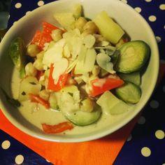 Frau Jupiter zeigt schnelle und leckere Feierabendgerichte - wie diese Tom Ka Gai-Suppe. Genau das richtige für alle die abends wenig Zeit haben!