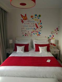 Decoração de parede inspirada no lenço dos namorados Portugal, At Home Abs, Culture, Cute Crafts, Sweet Home, Creations, Traditional, Embroidery, Living Room