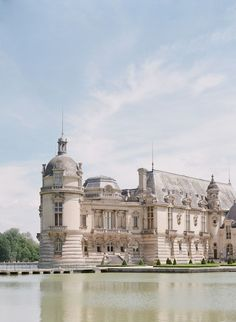 Are you thinking of a destination wedding in France and are you looking for a stunning wedding venue? Look no further, Chateau de Chantilly, near Paris, is one of the most romantic and elegant wedding venues in France. Tuscany Wedding Venue, Modern Wedding Venue, Outdoor Wedding Venues, Elegant Wedding, Cathedral Architecture, Beautiful Architecture, Baroque Architecture, French Mansion, Amalfi Coast Wedding