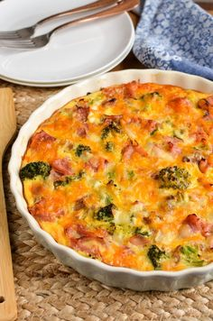 Syn Free Ham and Broccoli Quiche Slimming Eats – Slimming World Recipes Syn Free Schinken und Brokkoli Quiche Slimming World Quiche, Slimming World Dinners, Slimming World Recipes Syn Free, Slimming World Diet, Slimming Eats, Diet Recipes, Cooking Recipes, Healthy Recipes, Recipies