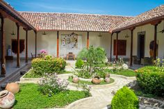 Hacienda Style Homes, Spanish Style Homes, Spanish House, Courtyard House Plans, Courtyard Design, Style At Home, Adobe Haus, Mexican Patio, 6 Bedroom House Plans