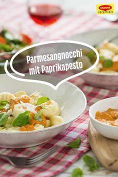 Zarte, milde Parmesangnocchi mit einer Pesto aus Paprikaschoten, Parmesan und Walnüssen. Das klingt nicht nur verführerisch, es schmeckt auch so! #maggikochstudio #parmesangnocchi #pesto #paprikaschoten #parmesan #walnüsse #lecker #food #verführerisch #selbermachen #gutenappetit Potato Salad, Potatoes, Breakfast, Ethnic Recipes, Parmesan, Pesto, Blog, Vegetarian Meatballs, Healthy Recipes
