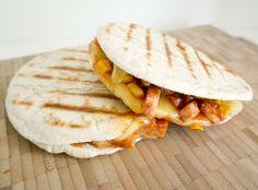 Pita met barbecue kip en gesmolten kaas   Foodaholic.nl