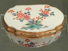 Snuff Box, c. 1730-1740, Chantilly, soft-paste porcelain with overglaze enamels, gilt-metal mounts – Gardiner Museum, Toronto