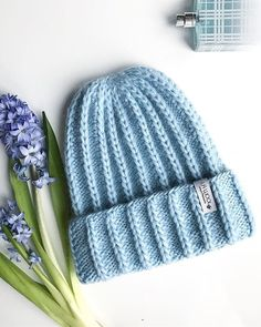 У шапки новая житуха ... Пойду выгуливать, дела...дела... Crochet Yarn, Baby Knitting, Knitted Hats, Pattern, Handmade, Decor, Fashion, Beanies, Cowls