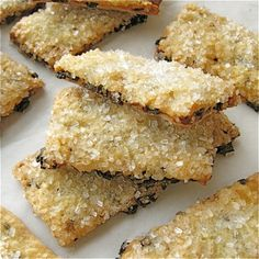 Raisin Biscuits recipe, like Sunshine/Keebler brand.my fil liked them but they aren't exactly like the original. Raisin Biscuits Recipe, Biscuit Recipe, Garibaldi Biscuits, Cookie Recipes, Dessert Recipes, Raisin Recipes, Big Cakes, Raisin Cookies, Biscuit Cookies