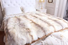 I want a king size fur blanket and matching pillows ❤️️ saw the perfect one at target