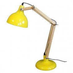 Na Casaquetem, a luminária de mesa com braço articulado em madeira, com base e cúpula em metal com pintura amarela custava R$ 734. Agora sai por R$ 587