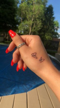 Tiny Tattoos For Girls, Cute Tiny Tattoos, Tattoos For Lovers, Dainty Tattoos, Small Finger Tattoos, Finger Tattoo Designs, Tattoos For Fingers, Small Tattoos On Hand, Small Tattoos For Women