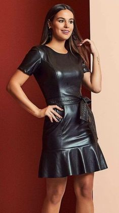 Pin by Johann Willhelm on leder in 2019 Fashion Mode, Look Fashion, Pretty Dresses, Sexy Dresses, Mode Latex, Look Festival, Leder Outfits, Elegantes Outfit, Latex Dress