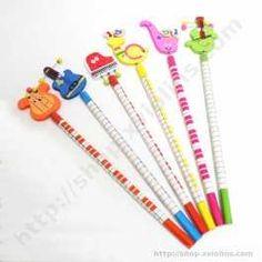 Estos lápices de colores son un divertido Regalo Musical para los más pequeños. Incorporan unas decoraciones de instrumentos musicales de madera en la parte superior, que les ayudará a aprender y reconocer los instrumentos musicales. También tienen decoración de teclado alrededor del lápiz.