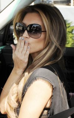 HipCelebrity: Kim Kardashian, with new blond hair, blows a kiss to the paparazzi in West Hollywood Ombre Hair, Balayage Hair, Blonde Hair, Blonde Highlights, Great Hair, Hair Dos, Gorgeous Hair, Dark Hair, Pretty Hairstyles