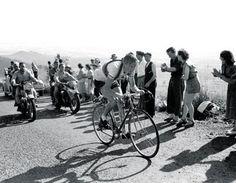 1952 - Première arrivée en altitude  Pour cette expérience, trois arrivées en altitude sont programmées : l'Alpe d'Huez, Sestrières, et le Puy-de-Dôme. Fausto Coppi passe les trois lignes en vainqueur. L'Italien gagne son second Tour de France.