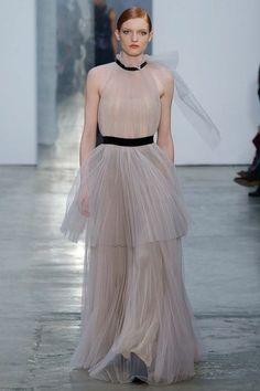 View the full Carolina Herrera Fall 2017 ready-to-wear collection.