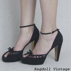 Vintage Gucci peep toe platforms...sigh.