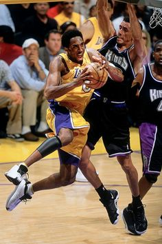 Kobe Bryant and Doug Christie May 2001 — Western Conference Semifinals, Game 2 John W. Dear Basketball, Basketball Pictures, Basketball Legends, Nba Players, Basketball Players, 2000 Nba Finals, Kobe Bryant 8, Shooting Guard, Us Olympics