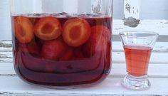 Dejlig blommesnaps lavet på blommer, sukker, vanilje, kanel og spiritus. En drik der varmer i efteråret men som også passer fint til julen med den fine eftersmag af kanel. Blommesnaps et lavet på en neutral snaps eller vodka, så blommesmagen rigtig kommer i fokus. Trækketiden er 3-4 uger, men allerede efter et døgn har snapsen […]