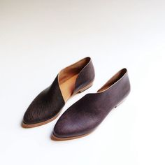 The Sandy. Handpainted Raisin Reptile Embossed. Handmade Flats. Modern Flats. Leather shoes.