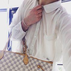 Saturday mood⚪️ Kolor zawsze idealny @louisvuitton bag| @tiffanyandco bracelet| @zara clothes #chiclook #summerlook #gym #ootd #menwithstyle #makeupartist #followme #instagay #holiday #gayboy #swag #girl #stylishboy #selfie #bestoftheday #picoftheday #paris #followme #like4like #blairvonlondon
