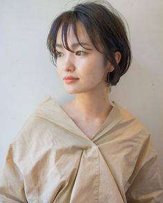 カジュアルオフィスショート in 2020 Japanese Short Hair, Korean Short Hair, Short Grunge Hair, Shot Hair Styles, Hair Reference, Long Faces, Salon Style, Asian Hair, Girl Short Hair