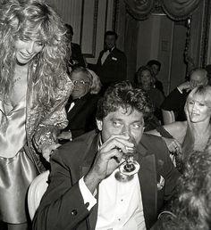 Joe Namath Farrah Fawcett at Dinner in NYC Photo Brooklyn Gin, Jake Plummer, Sports Gallery, Sports Pics, Joe Namath, Kate Jackson, Celebrity Stars, Football Photos, Sport Icon