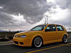Clean VW golf IV VW Golf Mk4 - Yellow Car