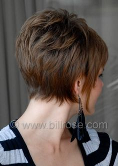 Back view of a pixie bob Medium Lenght Hair With Layers bob pixie View Short Hair Back View, Funky Short Hair, Short Grey Hair, Short Hair With Layers, Short Hair Cuts For Women, Short Hairstyles For Thick Hair, Thin Hair Haircuts, Short Hair Styles, Pixie Bob