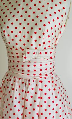 Polka Dot Vintage Dress, Red and White, Cinch Waist, By Lanz - Love the waistline detail! 50s Dresses, Pretty Dresses, Vintage Dresses, Casual Dresses, Vintage Outfits, Vintage Clothing, 1950s Fashion, Vintage Fashion, Dot Dress