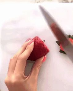 GIF How to make a flower from strawberries