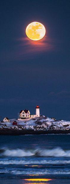 Full #moon, Nuble #Lighthouse - #Maine, USA…